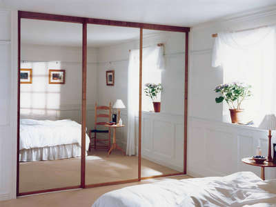 Зеркальный встроенный шкаф-купе