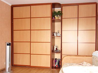 Шкаф с комбинированными фасадами из ЛДСП