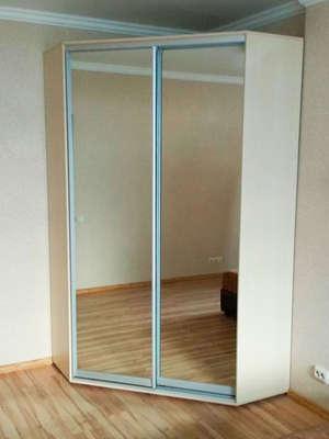 Угловой шкаф-купе с зеркалом