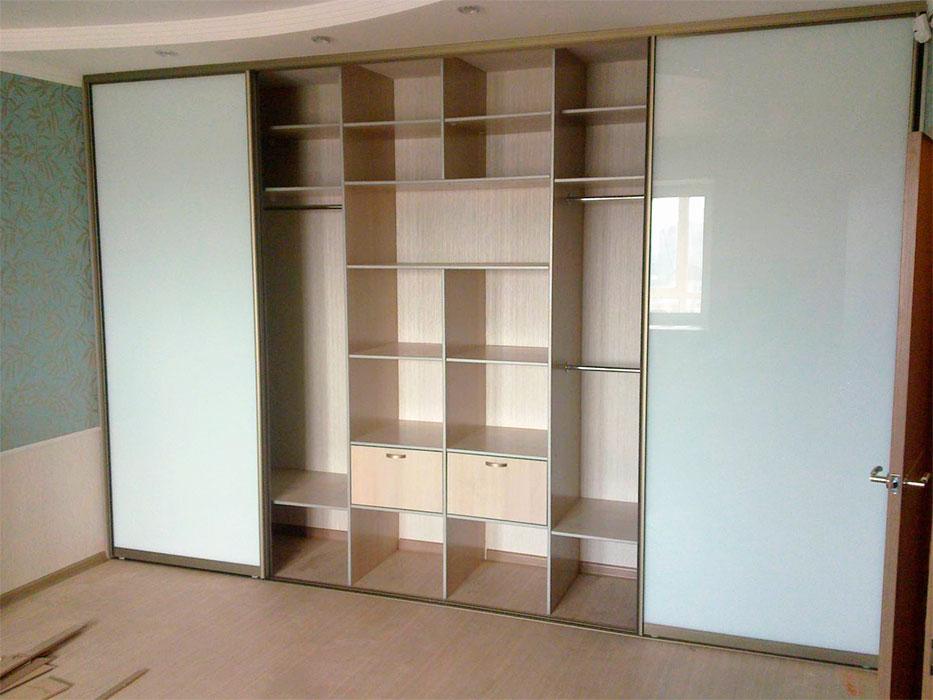 Встроенные шкафы внутри фото