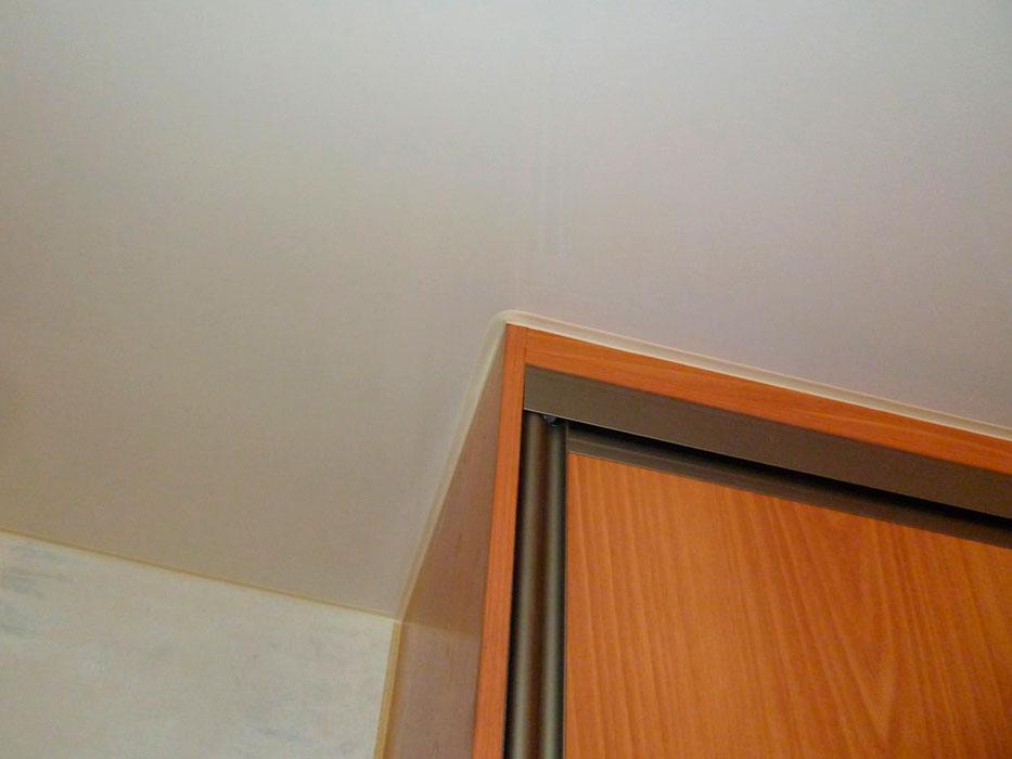 Как сделать натяжные потолки при встроенном шкафе 505